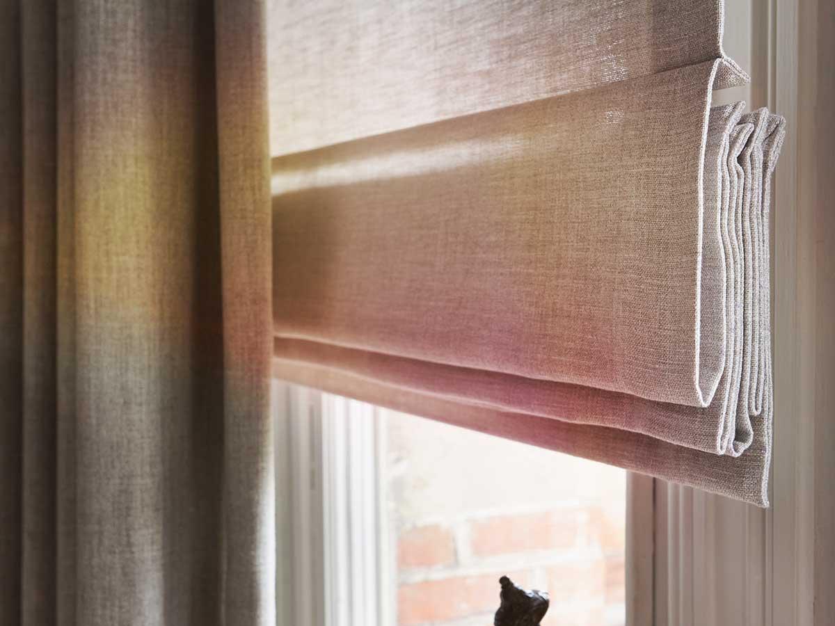 Vouwgordijnen vitrona for Raamdecoratie slaapkamer verduisterend